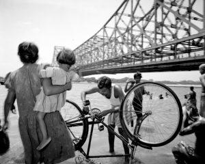 India. Calcutta. Howrah bridge © Carl De Keyzer - Magnum 1986.