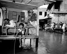 "India. Benares. © Carl De Keyzer - Magnum 1986. Book India ""1987""."